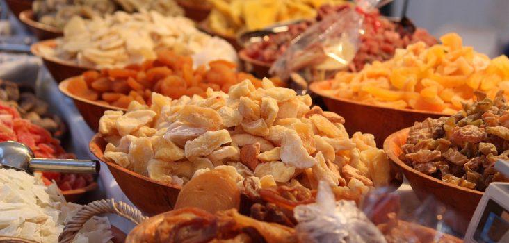 Trockenfrüchte am Markt